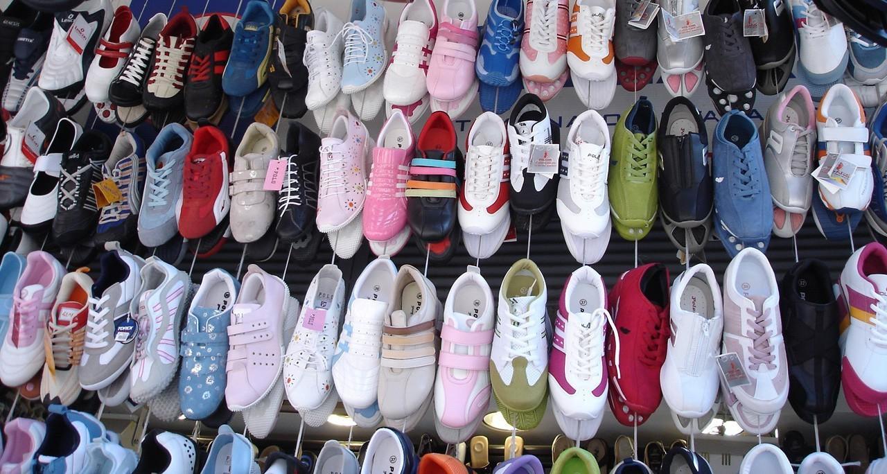 Modne buty uzupełniają strój